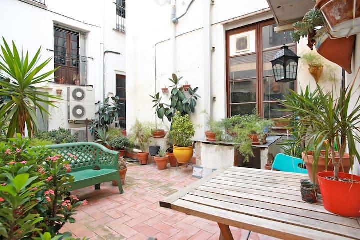B&B Double ROOM with GARDEN :) - Barcelona - Apartmen
