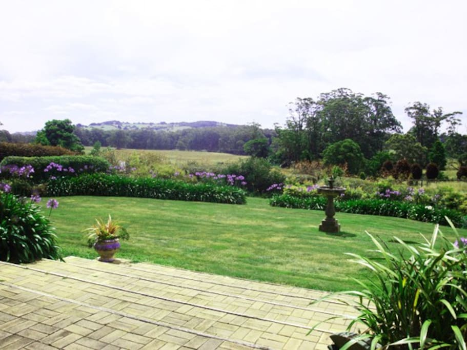 Looks out over the distant hills of Kangaloon