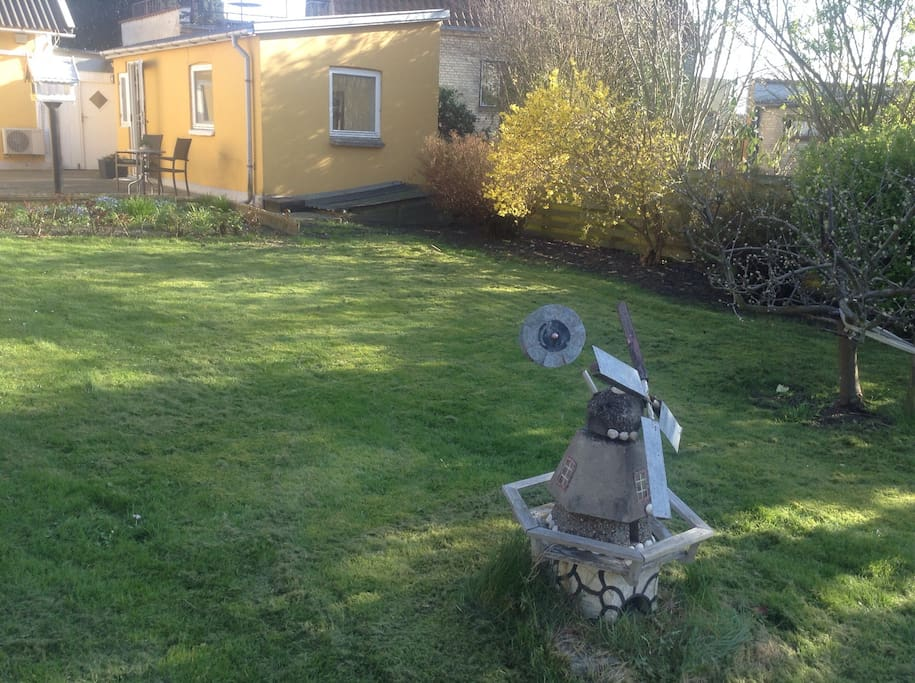 Big and quiet garden, with direct access from your apartment.