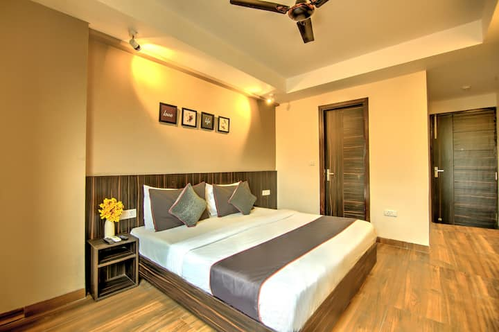 Deluxe room in Dwarka with Modern Amenities