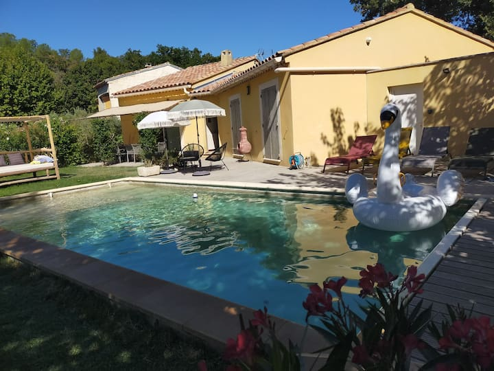 Villa  entière  Sarrians 8 personnes avec piscine