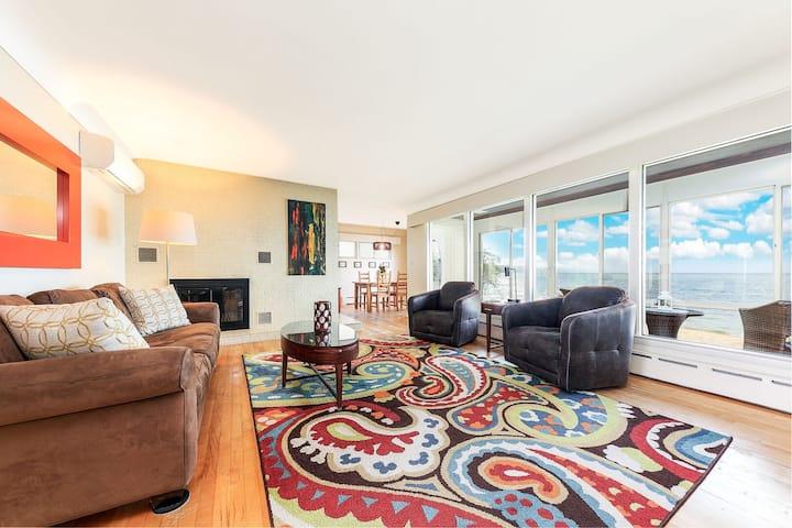 ☀ Cozy Beach Vibes & Million Dollar Views - 2 BDR Home