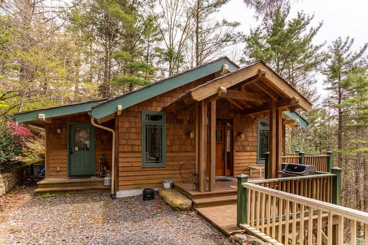 Peace of Mind - Pet Friendly Mountain Home, 2-sided Fireplace. 15 mins to Boone!