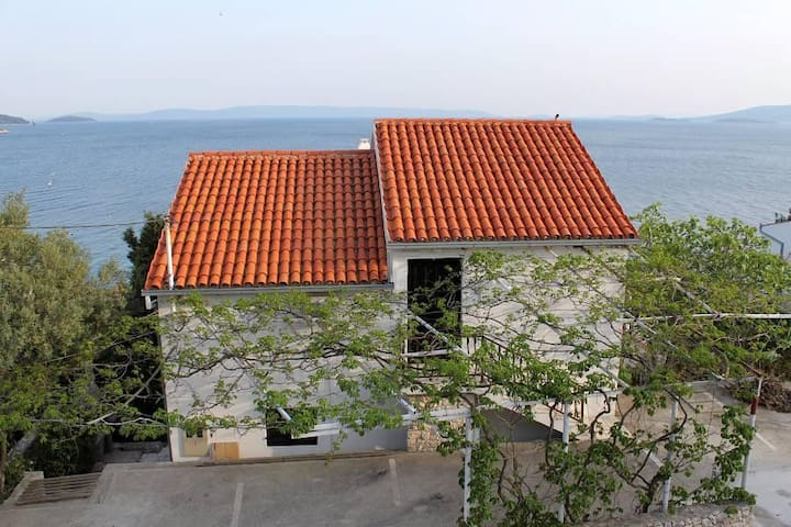 One bedroom apartment near beach Seget Vranjica, Trogir (A-1051-c) - Seget Vranjica - Lejlighed