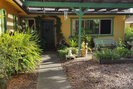 Serenity Retreat in Orangevale - 奥兰治韦尔(Orangevale) - 独立屋