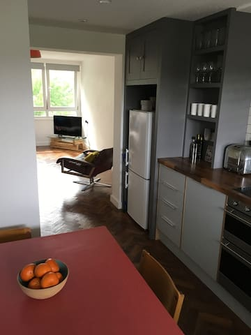 Fantastic canal side 1 bed apartment. - Brentford - Wohnung