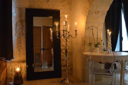 O²suites chambre baroque avec jacuzzi privé - Bernis - 独立屋