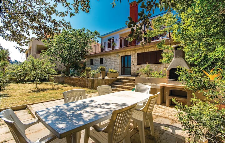Holiday cottage with 2 bedrooms on 58m² in Pula