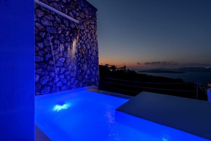 Meli Honeymoon Suite, plunge Pool, Caldera View