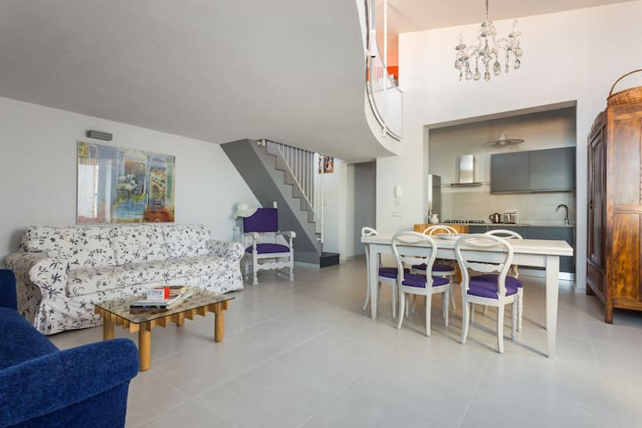 """AMAZING FLAT 2 -CHARME E RELAX NELLA """"RED HOUSE"""""""