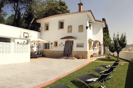 """Casa Rural Alfarnate - """"La Paharilla"""""""