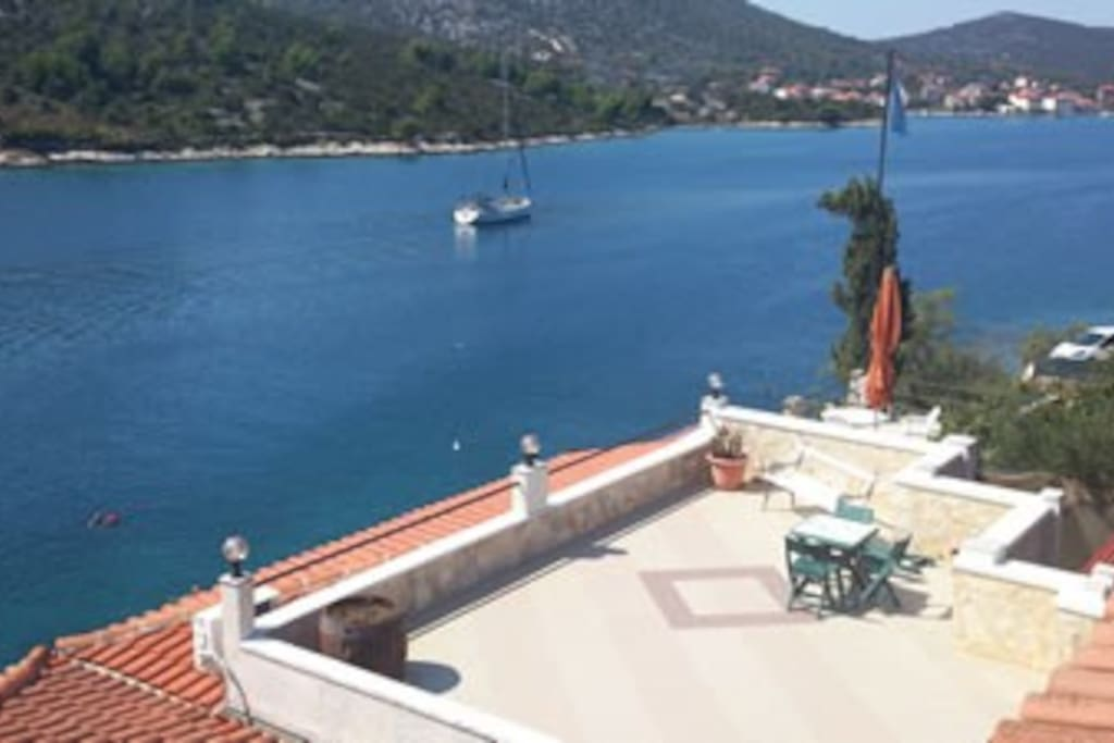 Apartment to rent in Vinisce Trogir. the biggest terrace and just few meters from sea