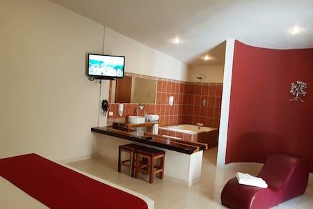 Suite con jacuzzi privado en la selva de Palenque - Palenque - Boutique hotel