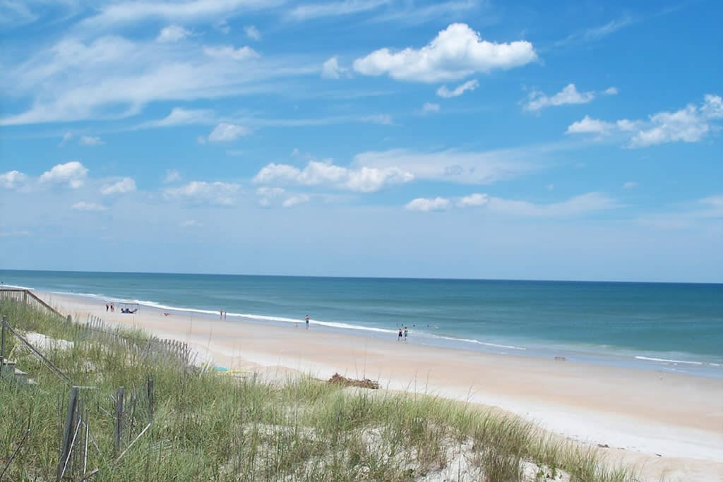 5 minute walk to Topsail Island beach!
