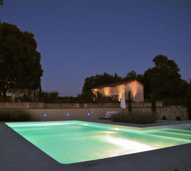 Design Cottage and pool, floodlit at night