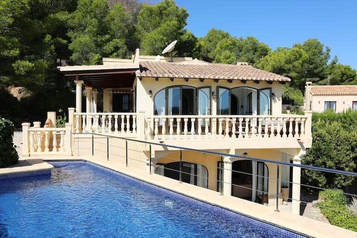 Villa L'amour with beautiful sea views