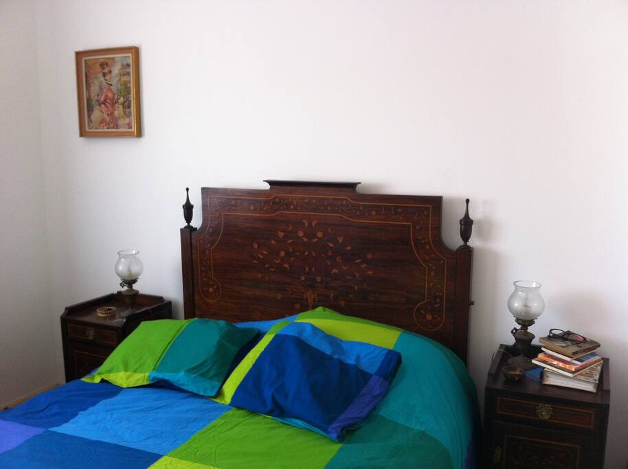 Quarto com cama de casal
