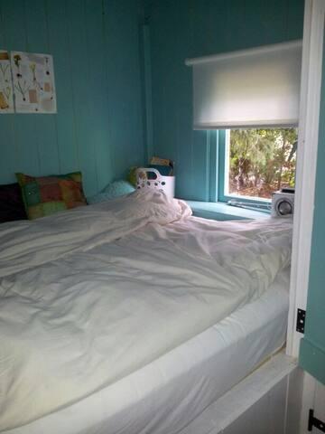 bedstede 1 met  dubbel bed (1,40 m)