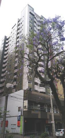 Perto  Rua 24 horas Vibe despojada Clean GARAGEM