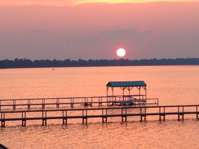 Charming Lakefront in the MS.Delta - Vicksburg - 一軒家
