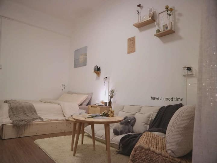 Cozy•眠舍|原木温暖奶茶主题大床房|北师大|北理工|唐家湾站|宁堂|超高清酷乐视投影仪|干净整洁