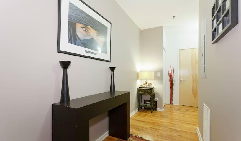 Loft condo close to downtwn & train - Chicago - Appartement