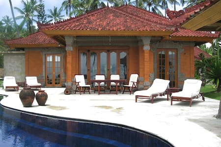 Seafront villa with private pool - Karangasem