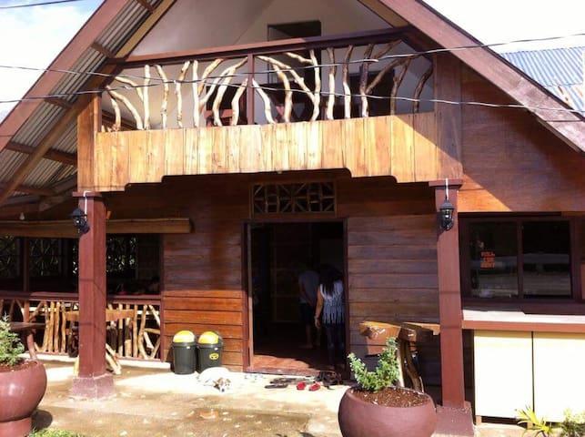Mang Tsibog Seafood Resto & Homestay (Surigao Sur)
