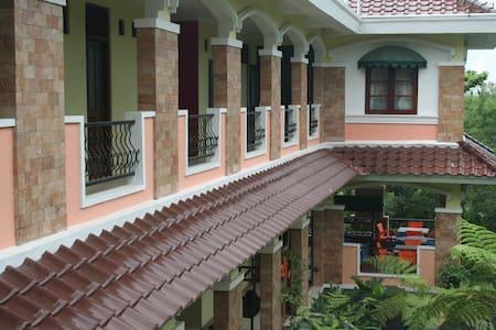 Villa Alicia : a villa in a village - Sleman - Villa
