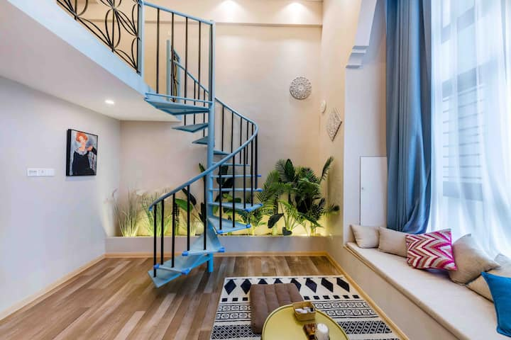 loft公寓|近万达|世界城|华侨大学|15分钟至西街等景区|全屋设计师品牌家具爱马仕香氛|投影仪
