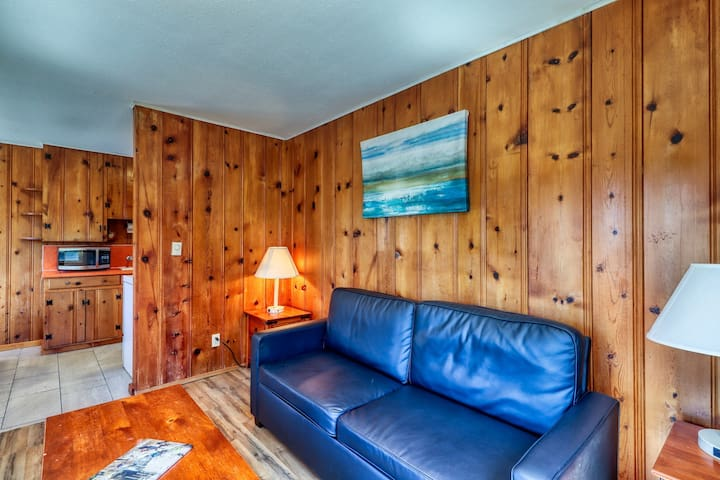 Cabin with beach access & shared pool/hot tub - 2 dogs welcome! (non-view)