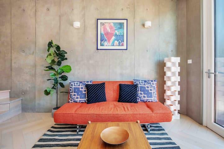 The Fern: Double-story Luxury Suite w/Terrace