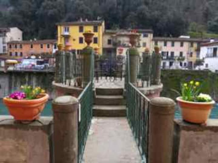 'The Turret' on Ponte Serraglio,...