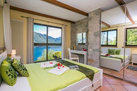 Spacious Italian Lakeside Villa with pool - Porlezza