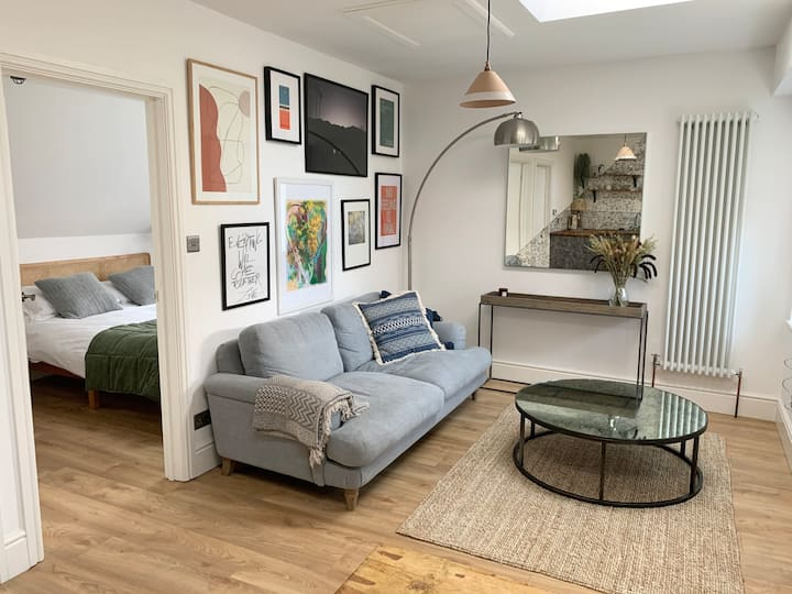 Beautiful clean & fully equipped in heart of Frome
