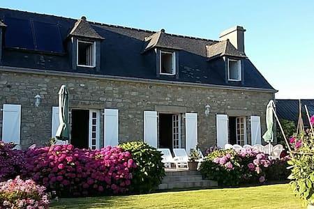 Belle maison bretonne confortable ☺ - Guissény - Vila