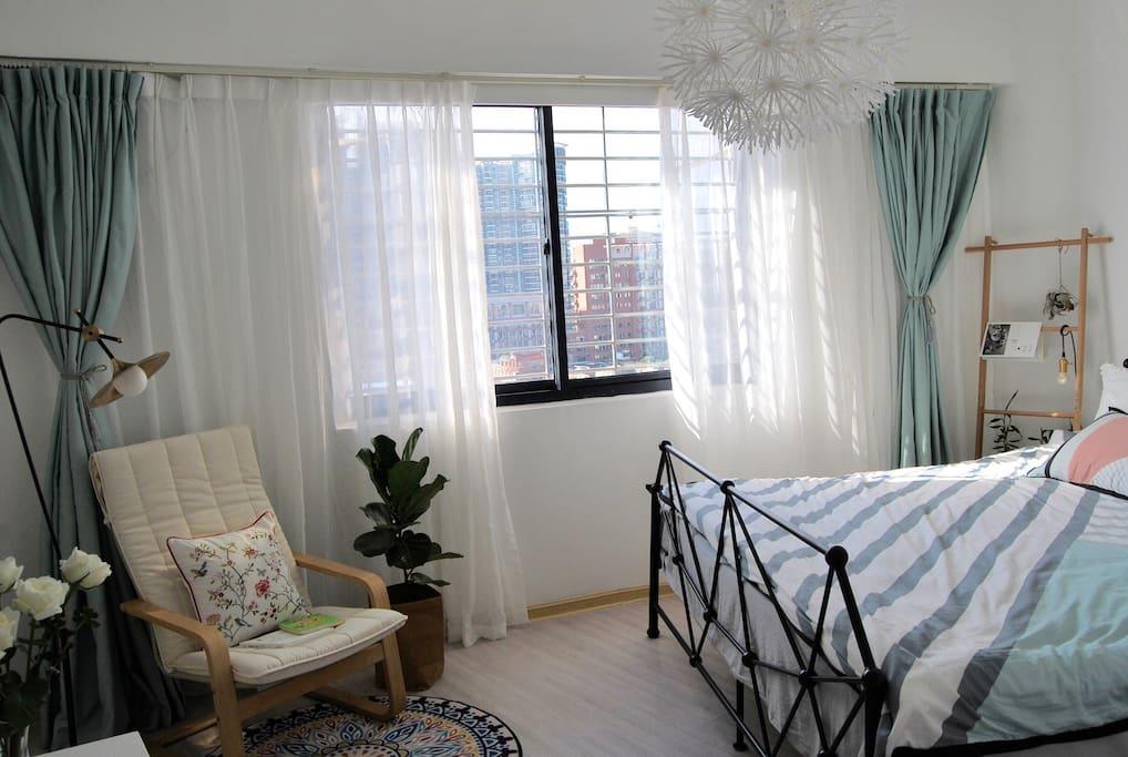 阳光房「夏天」,2*2米超大床(三个睡都没压力哦),严选无印品质四件套。