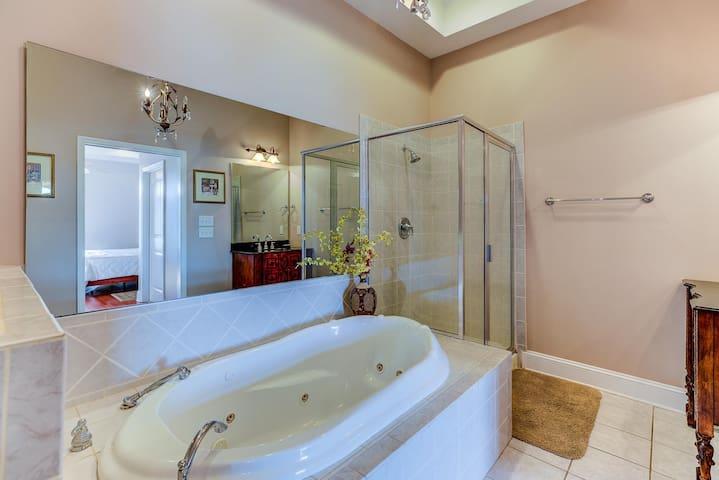 Indoors,Tub,Room,Bathtub,Bathroom