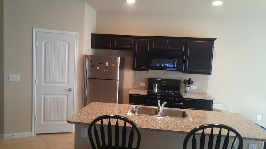 Rooms available in Round Rock Tx, 78664