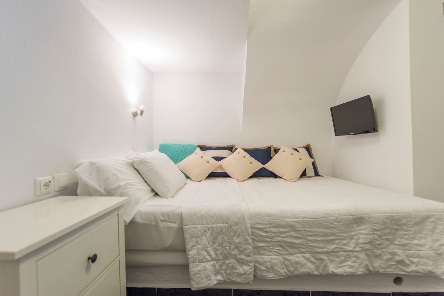 Master double bed in rear of apartment, with privacy door