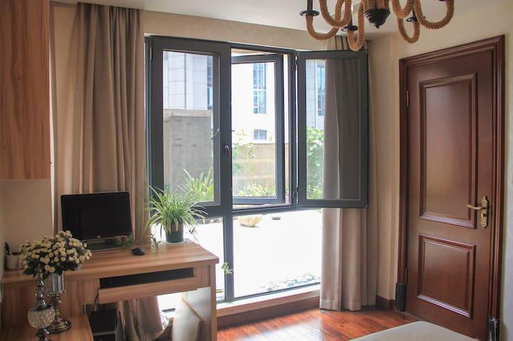 最中心地段万地广场 冒险岛 高档豪华住宅落地窗+开放式厨房