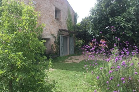 Chic and cozy Emporda house with great garden