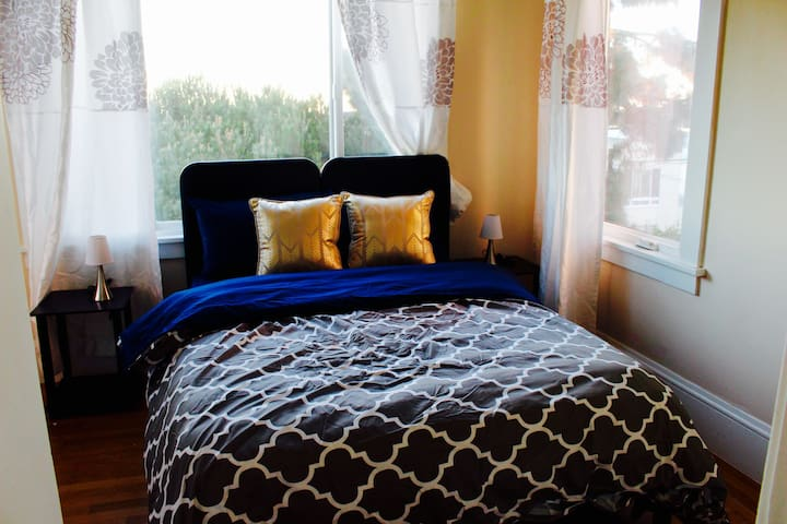 Bright and Sunny Bedroom in Inner Sunset