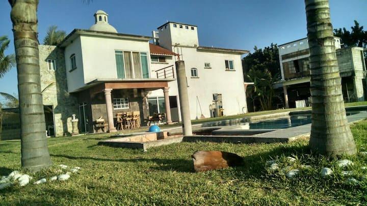 Renta de casa con alberca Yautepec