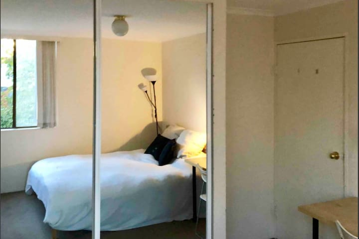 Spacious Bedroom - Centrally Located - Redfern
