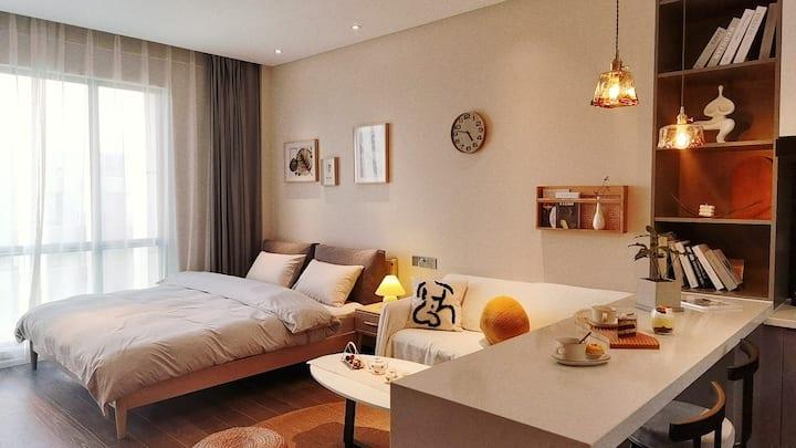 御尚~晚安room 9 牡丹广场 地铁口 城市商圈 高档公寓配备有健身房 会所 洗衣房