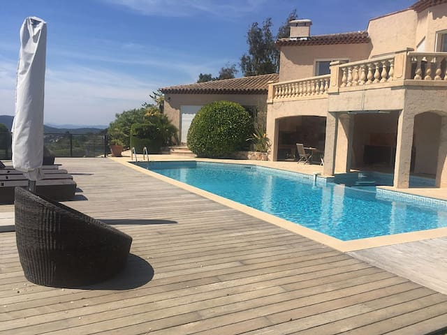 Studio, sleeps 5, with swimming pool and magnificent view of the Esterel Mountains - Les Adrets-de-l'Estérel - Pis