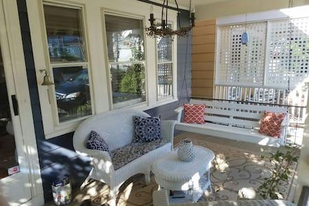 Cozy Craftsman Bungalow in Ocean Grove - Distretto di Neptune - Casa