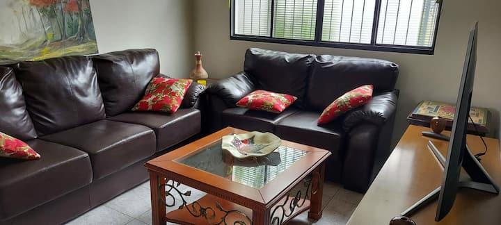 Casa inteira, Conforto e espaço em ótimo bairro