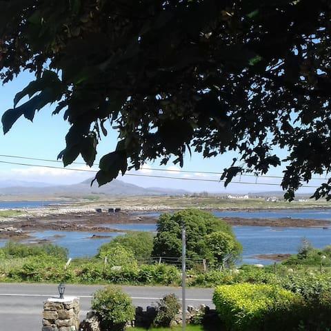 No:9 Seagrove House, Letterdyfe, Roundstone